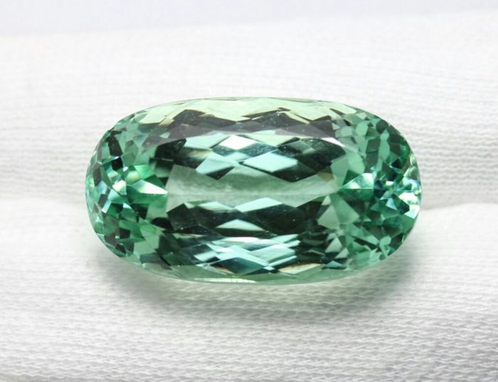 Hiddenite - 45.34 ct