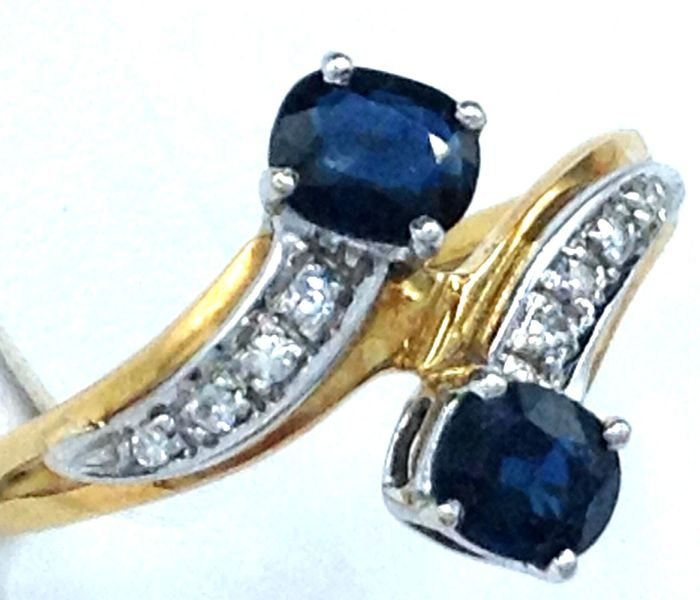 Ring - Gold, White gold - Natural (untreated) - 0.85 ct - Sapphire and Diamond
