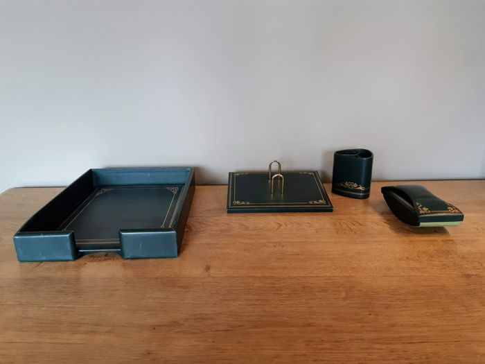 Leather desk set from the brand Le Tanner