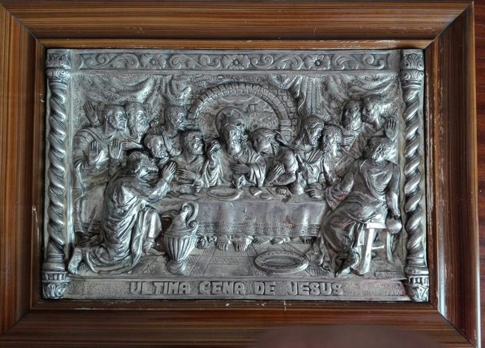 Beautiful artwork of the Last Supper embossed in copper and silver plated