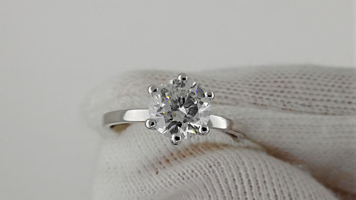1.20 carat Round Enhanced Diamond  Engagement Ring in Solid White Gold 14K  - No reserve price