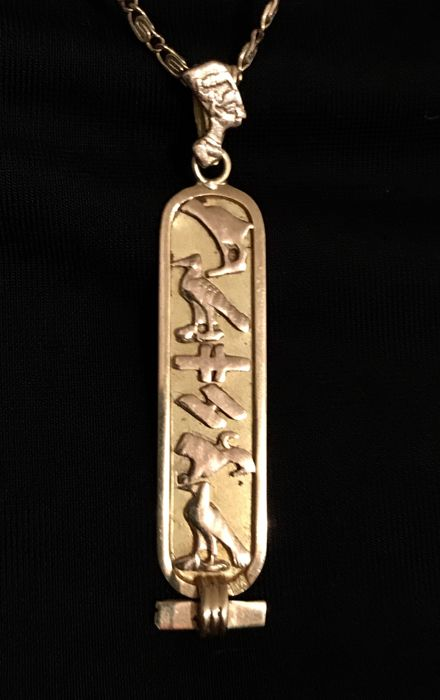 18 kt chain in yellow gold with flat links, with a pendant