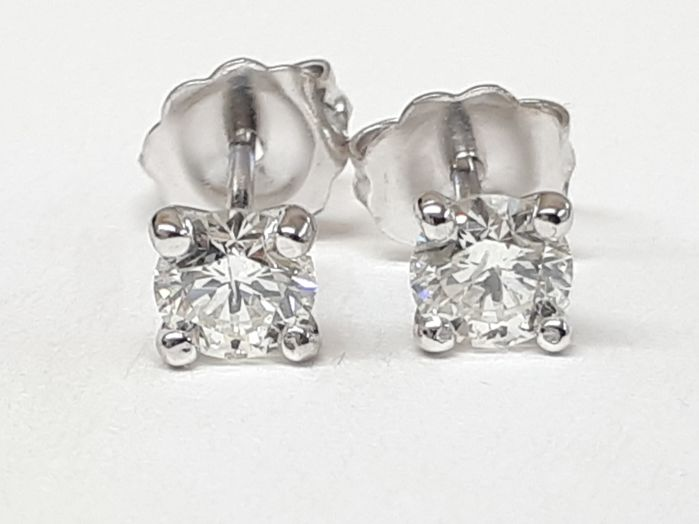 earrings in 14k white gold with 0.61ct natural diamonds