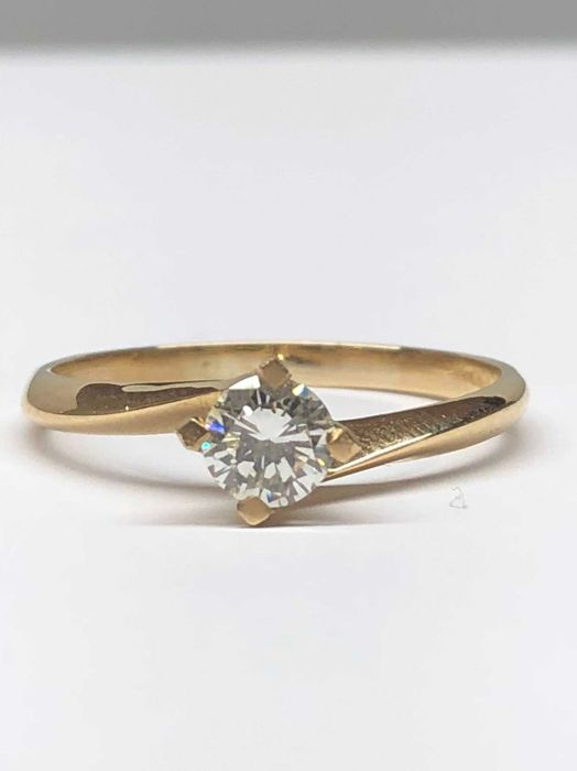 Anillo - Oro - 0.45 ct - Diamante