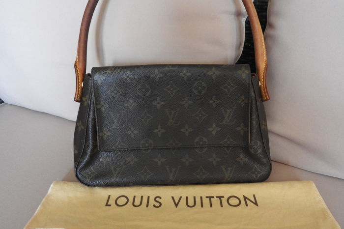 08a481062 Louis Vuitton - Mini Looping Handbag - Catawiki