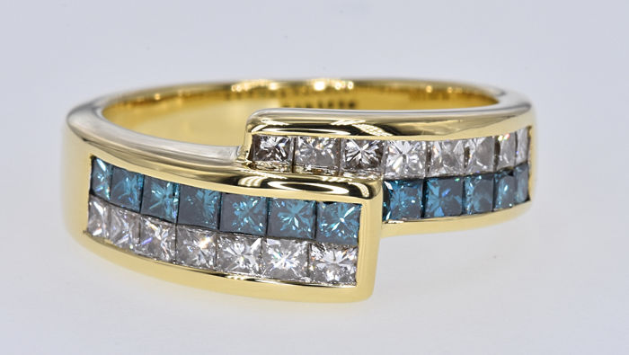 1.32 Ct Blue and White Diamonds ring in 18kt gold - No reserve price