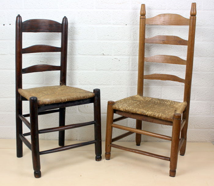 Two antique church chairs with a wicker sitting - Hout en riet - Two Antique Church Chairs With A Wicker Sitting - Hout En Riet