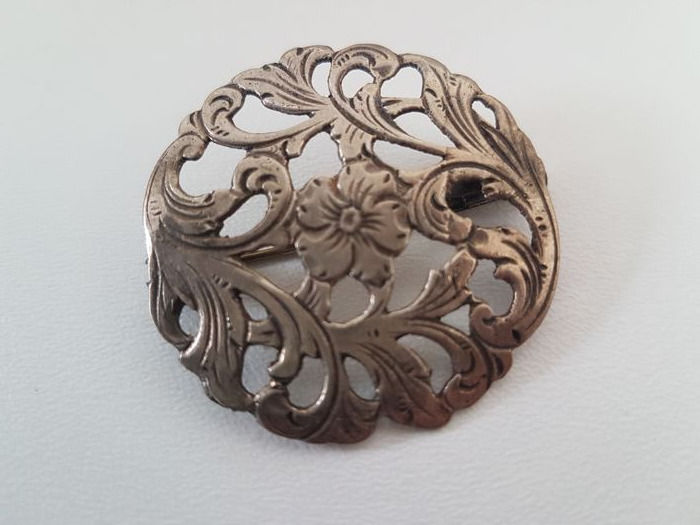 Art Nouveau style silver brooch with flower.