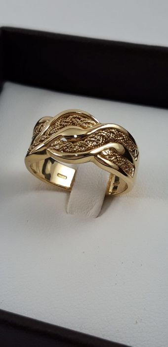 Ladies shank ring in 18 kt yellow gold  Weight 6.6 g