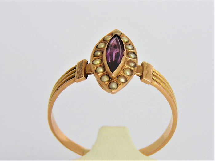 18 karat gold ring with amethyst and pearls - Size 19.5 or 61 - 1.9 grams