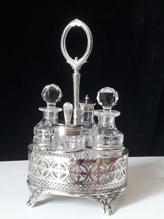 Elegant Cruet Set in Sheffield - England, early 20th century
