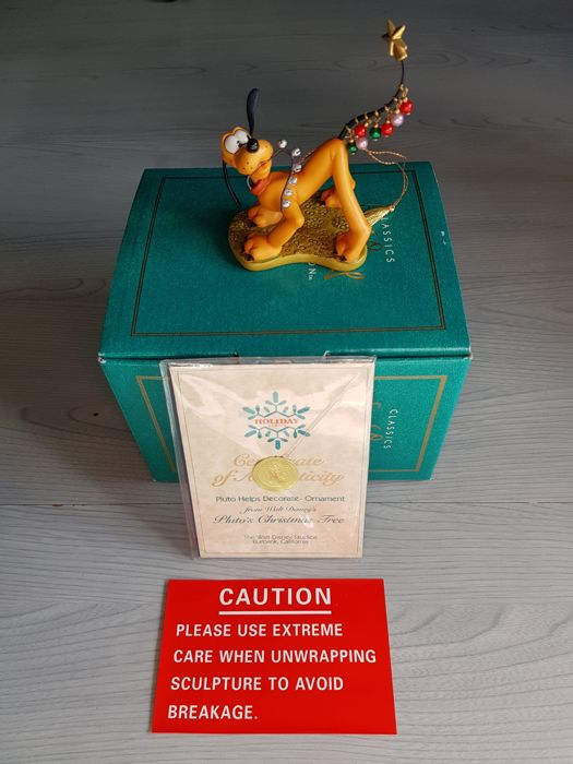 Walt Disney Classic Collection - Beeld - 'Pluto Helps Decorate' Ornament - First edition - (1996)