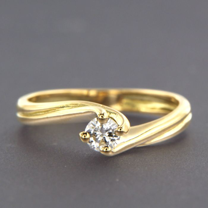 18 kt yellow gold solitaire ring set with brilliant cut diamond, in total approx. 0.20 ct, ring size 16.25 (51)