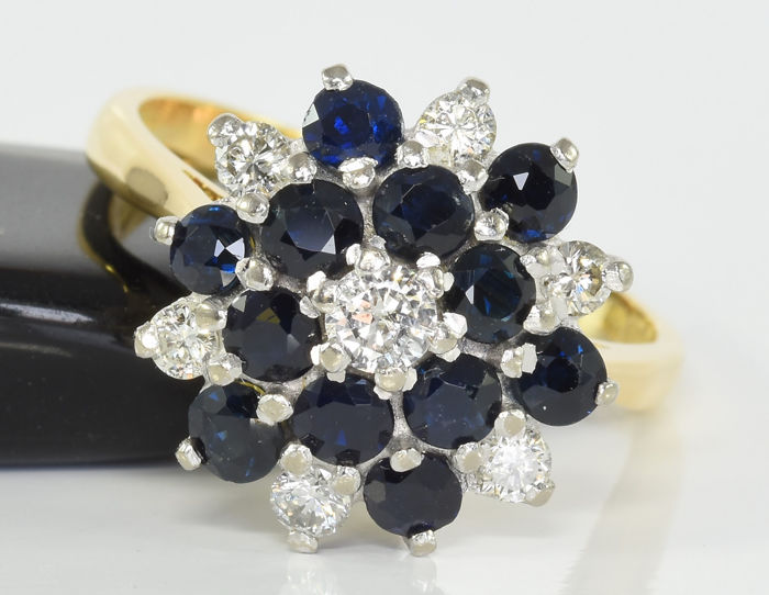 1.56 ct sapphire and 0.42 ct diamond ring in 18 kt gold