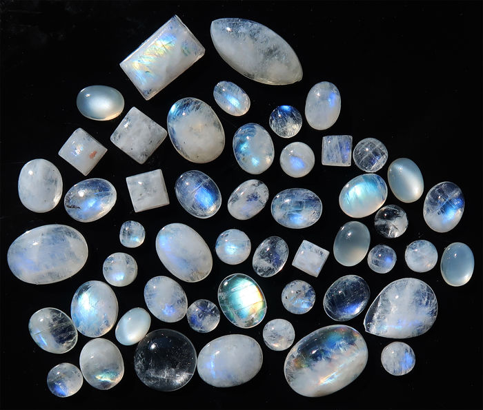Moonstone Cabochons - 50 stones - 105.5 ct