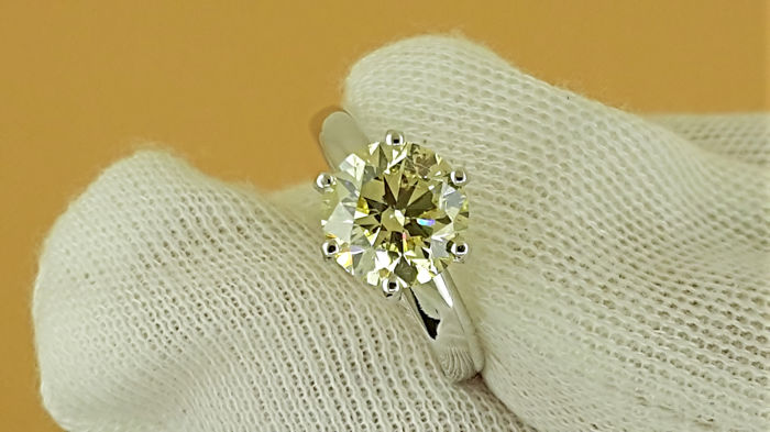 Ring - Gold - Commonly treated - 2.03 ct - Diamond