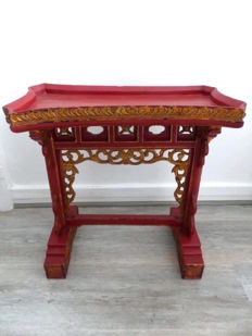 Small red and gold lacquered wood table - China - 19th century era
