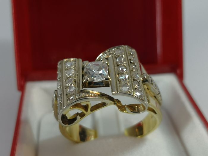 18 kt. Gold - Exclusive Art deco ring in a bow - 0.60 ct Diamond - Diamond