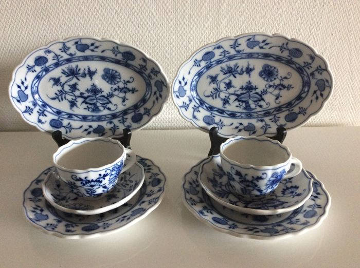 Carl Teichert, Meissen - Two coffee sets, a cake set and two serving plates