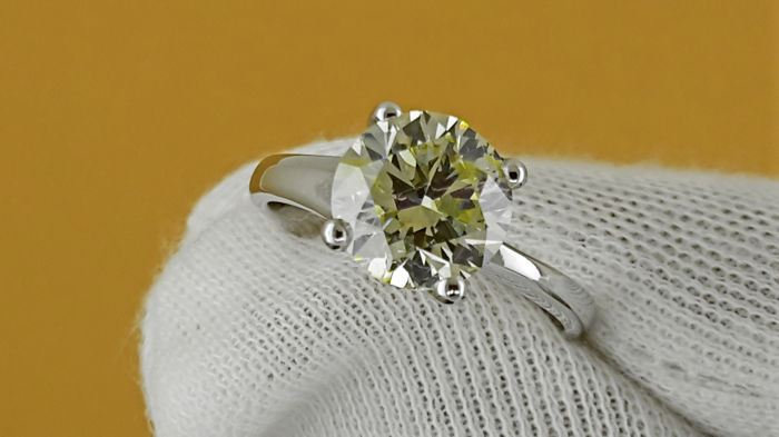 Ring - Gold - Commonly treated - 2.28 ct - Diamond