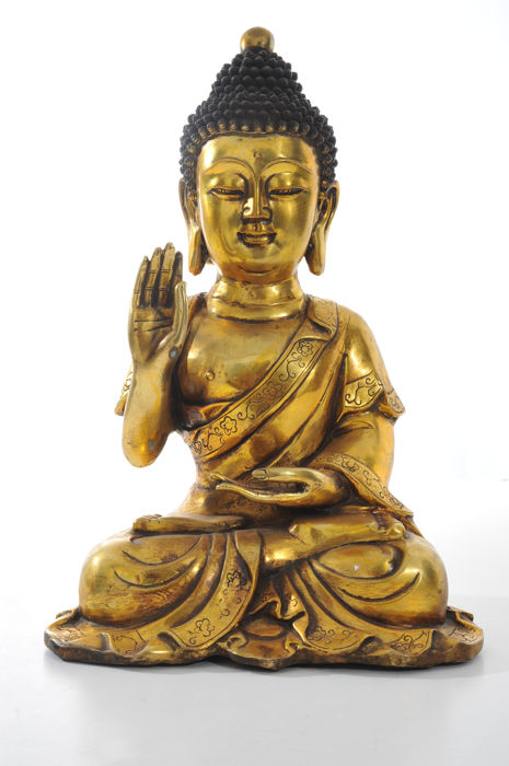A large bronze Buddha in Meditating Position - China - 21st Century (45cm)