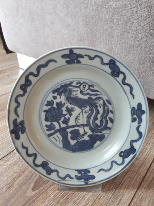 Blue white  porcelain dish with a Phoenix - China - Late Ming,  17th century