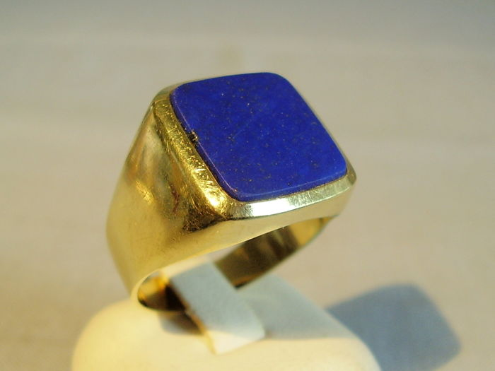 heavy 14 kt gold ring with royal blue, natural lapis lazuli weighing 15 ct