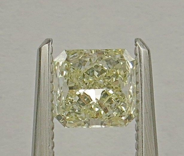 A Radiant-shaped diamond weighing 0.58ct. Colour : Fancy Yellow  Clarity :LC