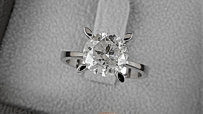 2.61 carat Round treated Diamond Solitaire Engagement Ring in Solid White Gold 18K