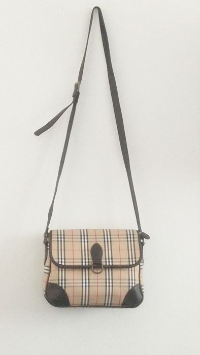 5dc8d4a1c9148 Burberry Torebka cross body - Catawiki
