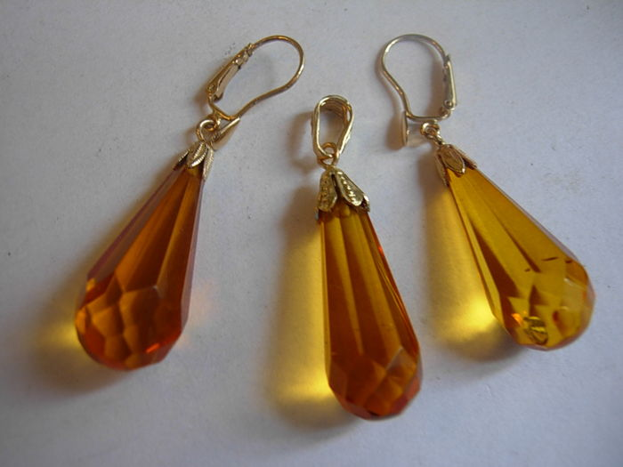Gold earrings + a pendant with Baltic amber