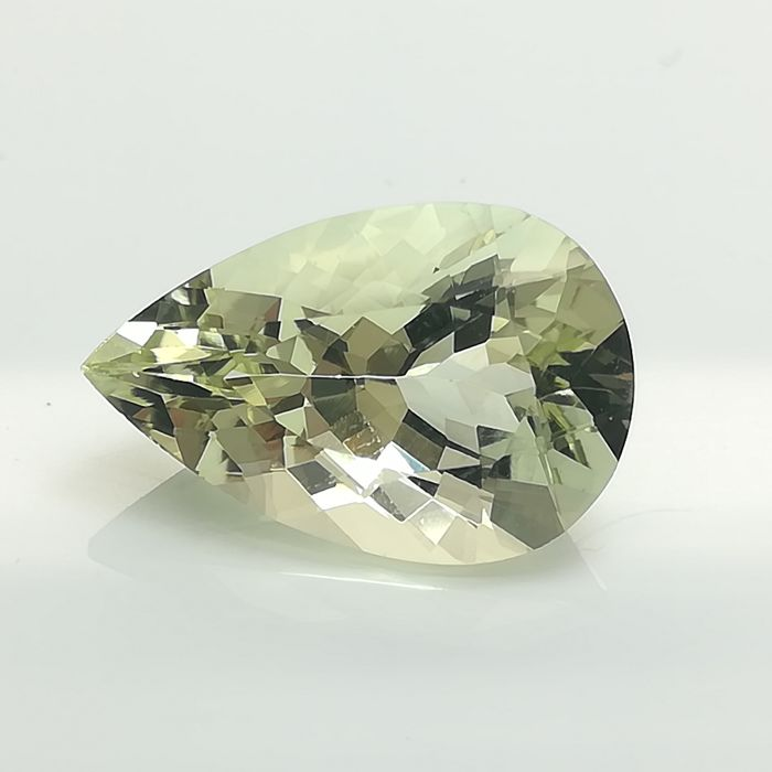 Yellowish-greenish Beryl - 5.13 ct