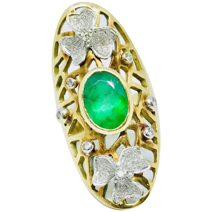 18k Yellow & White Gold Central Emerald & Diamonds Ring