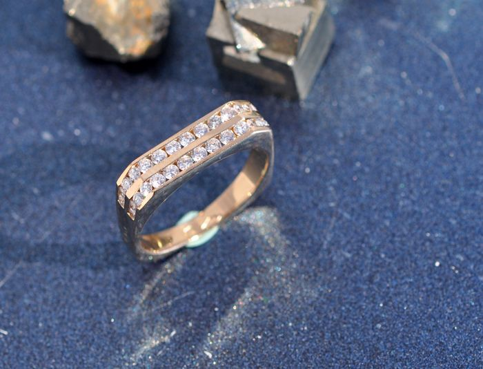 18 kt yellow gold ring with 30 diamonds in brilliant cut approx. 0.60 ct ... e466ca478630