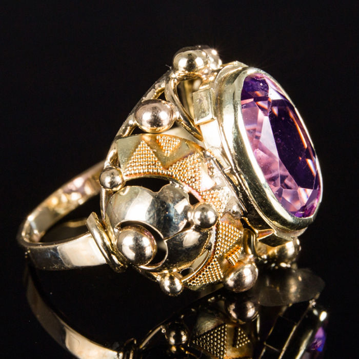 Ring in 14 kt yellow gold with amethyst - handiwork in new condition