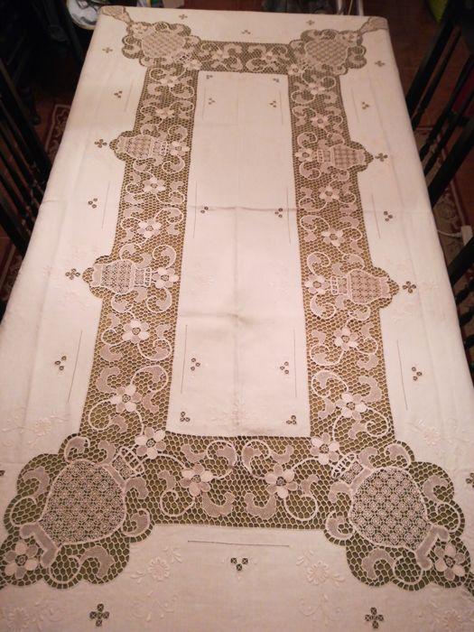 Great tablecloth in linen lace of Burano