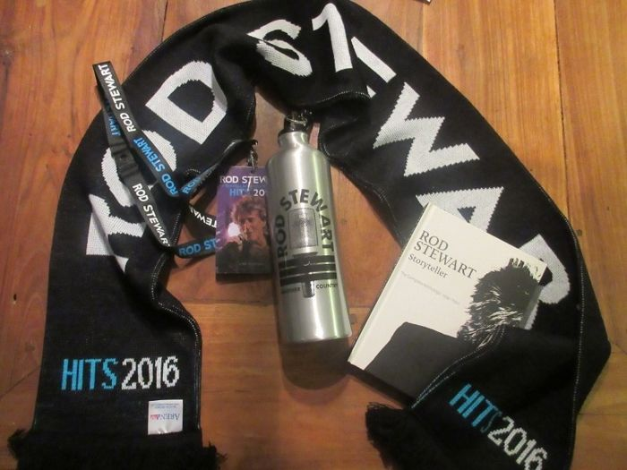 V.I.P. Package Rod Stewart Cd-box - Scarf - Keycord - Pass - Tin bottle
