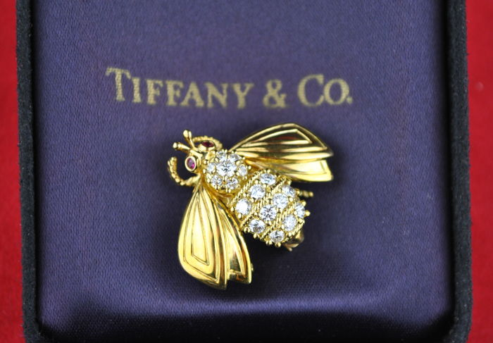 Tiffany & Co Designer Bumblebee Brooch with +/-0.50-0.60ct Diamonds & Ruby Eyes set on Signed 18K Yellow Gold