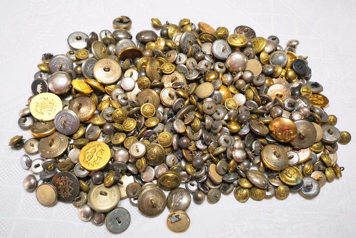 Lot of 550 Buttons A.RANZ ARENAL - from the Alfonso XIII Era to the 1950s - Tailor of the Royal House