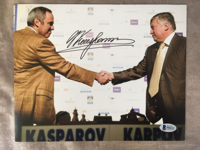 Spectacular and rare to get photo signed by the same Garry Kasparov in a game with Karpin with coa Beckett !!! No reservation price!!!