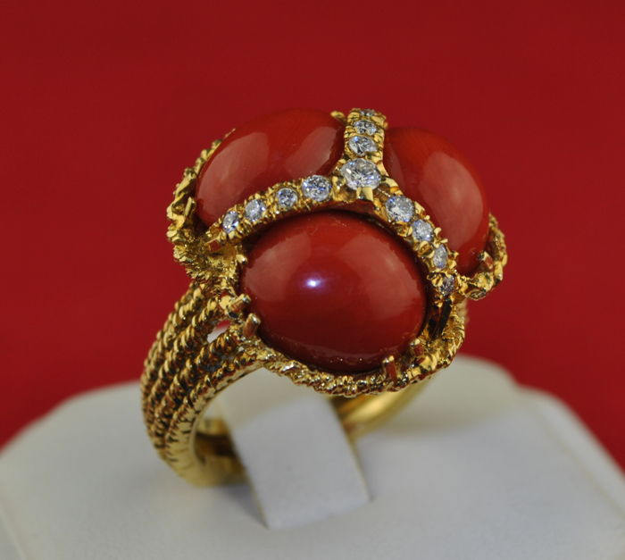Ring - Gold - Precious Red Coral and Diamond