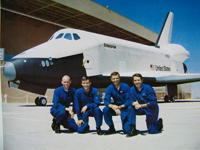 Flight tests space shuttle Enterprise - Space Shuttle Flight Test Info, drie kleurenlitho's van NASA en Rockwell International (CA 1976)
