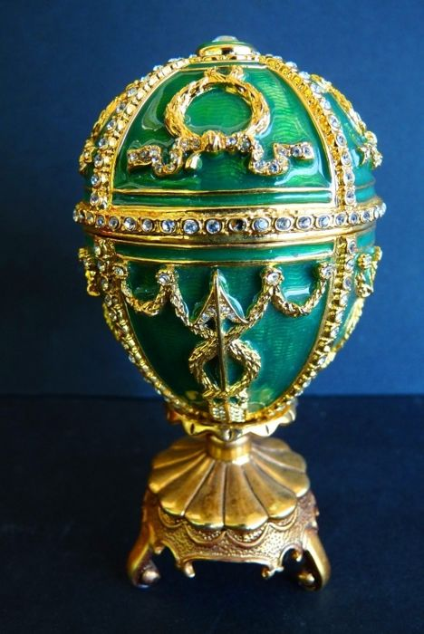 Genuine Faberge Imperial egg - 'Rosebud' collection - Swarovski Rhinestones (over 200) - Enamel - 24 k gold finish - Signed