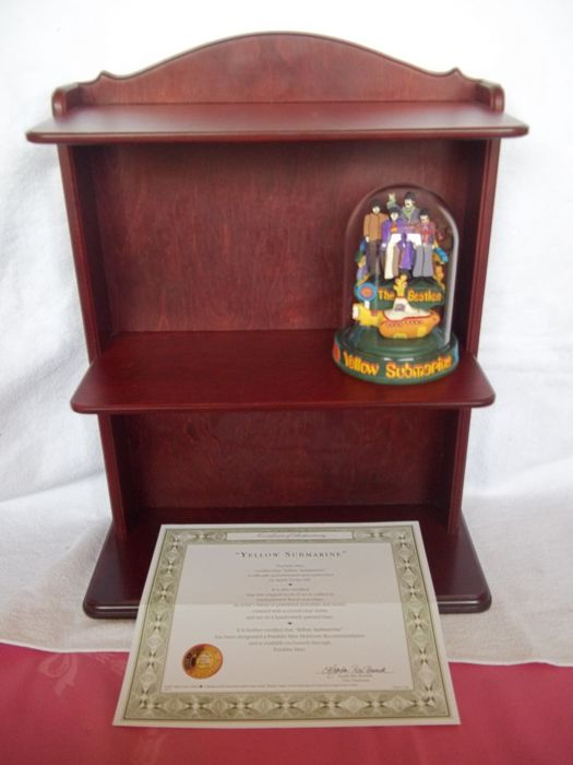 """Franklin Mint - The Beatles - """"Yellow Submarine"""" Sculpture with glass dome, c.o.a. and wooden wall display - Like new."""