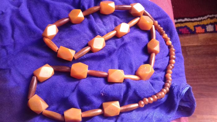 Vintage necklace in hexagonal phenolic resin and horn - North Africa - mid 20th century