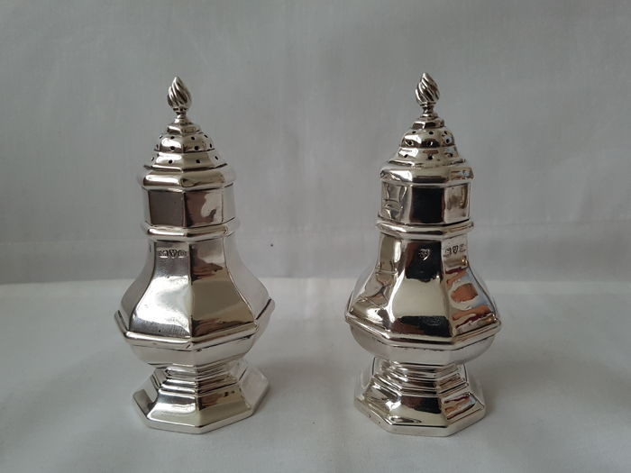 Haseler Brothers  Chester 1911  Pair of Large salt / pepper Casters - Argent 925/1000 - Édouardien