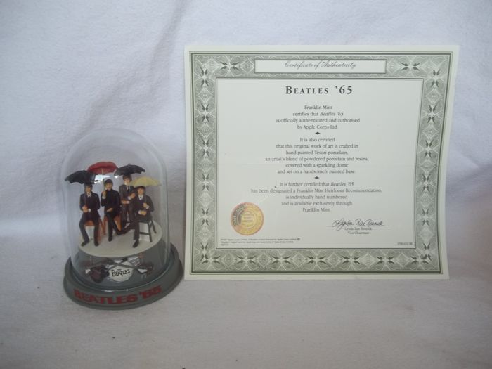 """Franklin Mint - The Beatles - """"Beatles 65"""" Sculpture with glass dome and c.o.a. - Very good condition"""