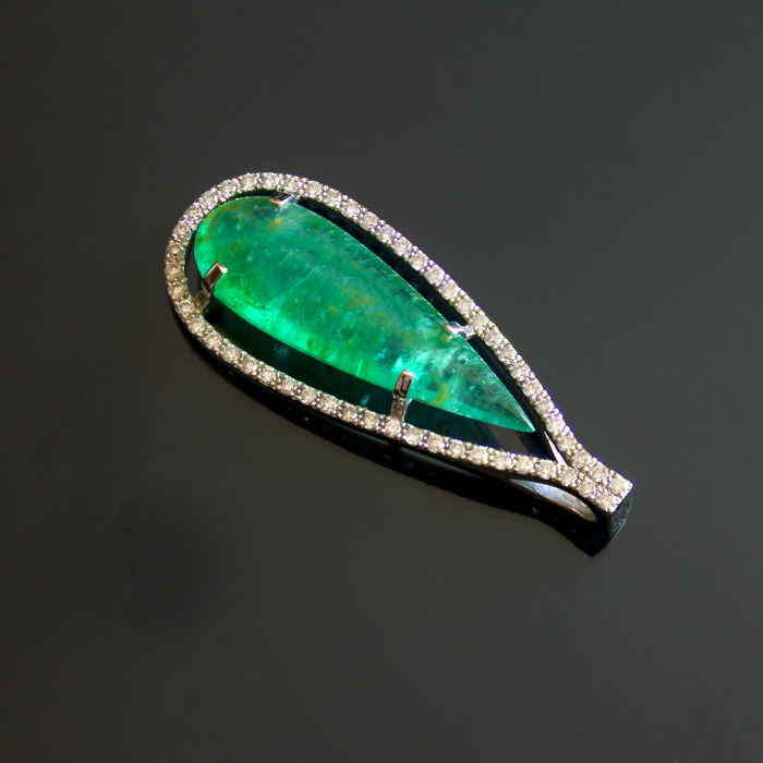 IGI Certified 4.46 ct. Emerald And Diamonds Gold Pendant.