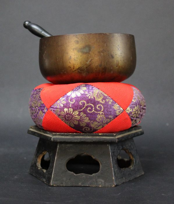 Japanese Vintage Bell Ring Gong on Pillow and Gilded Wooden Stand for a Butsudan - Japan - late 20th-21st century