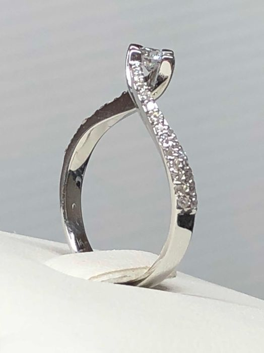 Anillo - Oro blanco - 0.15 ct - Diamante y Diamante